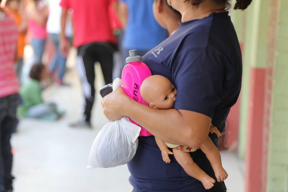 Una menor en un instituto de Guatemala.