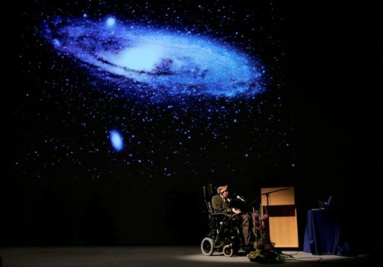 Stephen Hawking durante una conferencia en Bruselas en 2007 (REUTERS/Francois Lenoir/archivo)