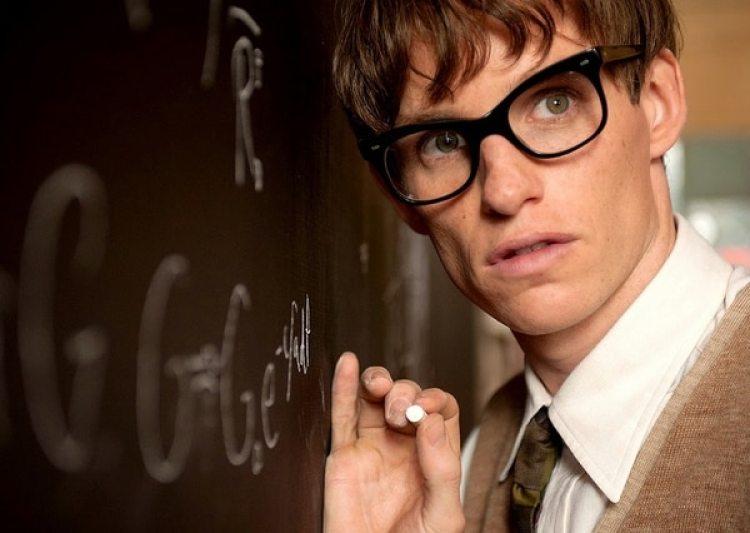 Eddie Redmayne como Stephen Hawking en La teoría del todo.