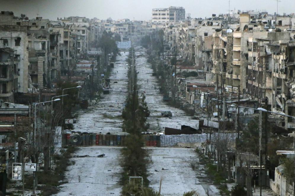 Foto: Vista general de una calle de Alepo, en el distrito de Saif al-Dawla, en marzo de 2015. (Reuters)