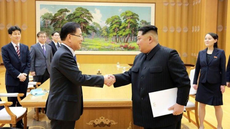 Kim Jong Un durante el encuentro con el enviado de Corea del Sur Chung Eui-yong en Pyongyang el 5 de marzo. (Reuters)
