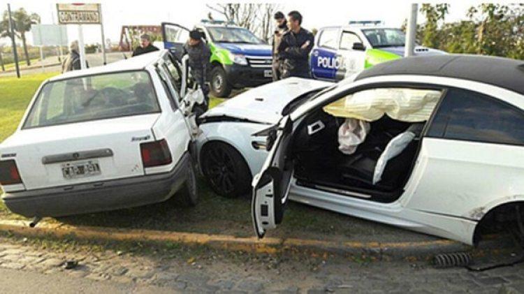 Imagen del impacto del BMW registrado a nombre del jugador de Boca Ricardo Centurión