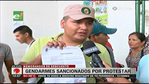 Gendarmes denuncian que la Alcaldía cruceña les aplicó descuentos por protestar