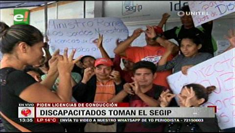 Discapacitados tomaron las oficinas del Segip