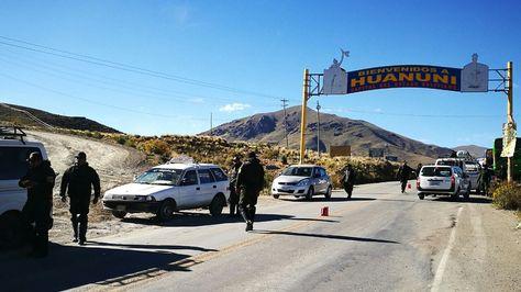 Operativo policial en la localidad de Huanuni.