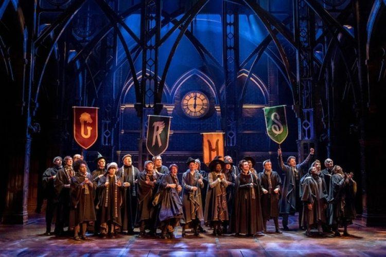 Cuarenta actores se lucirán sobre el escenario del Lyric Theatre