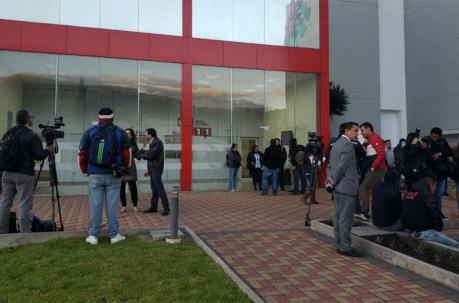 Antes de las 06:00 de este martes 17 de abril del 2018, los medios llegaron hasta las instalaciones del ECU 911, en el Itchimbía, centro de Quito. Foto: EL COMERCIO