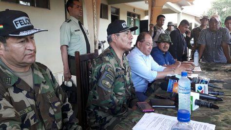 El ministro de Gobierno, Carlos Romero, y autoridades de la FELCN. Foto:Ministerio de Gobierno