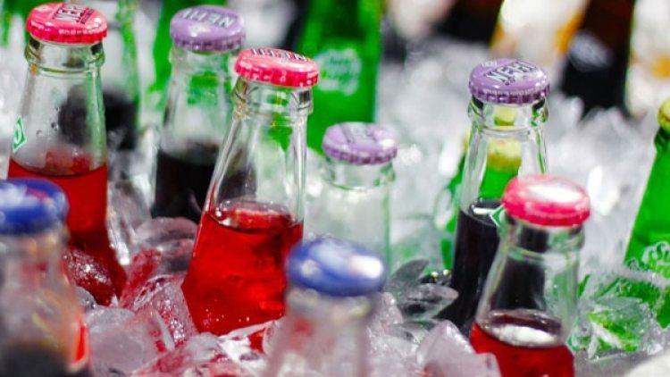 Utilizando datos de la Encuesta Entrevista de Salud de California, destaca que del 2003 al 2009, la proporción de niños que consumían al menos una bebida azucarada diaria disminuyó de 49% a 26%
