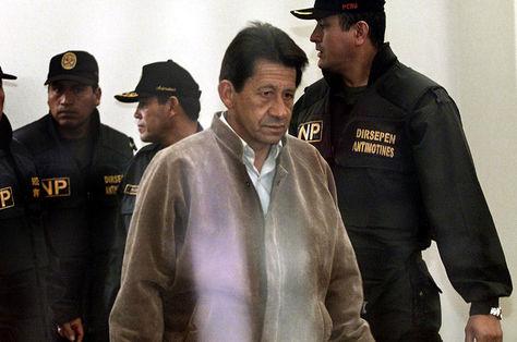En esta foto de archivo tomada el 10 de octubre de 2003, Osman Morote, llega para una audiencia judicial. Foto: AFP