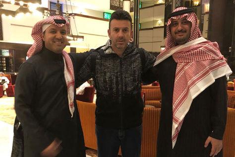 Baldivieso (centro) junto a dirigentes de la Federación Palestina de Fútbol. Foto: Julio César Baldivieso