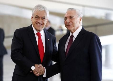 Michel Temer (der.) saluda a Sebastián Piñera en el Palacio presidencial de Planalto. Foto: www.cooperativa.cl