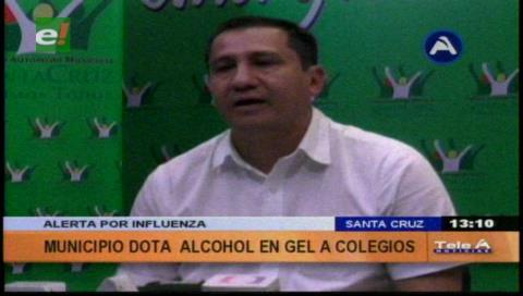 Alcaldía cruceña dota de alcohol en gel a colegios para evitar la influenza