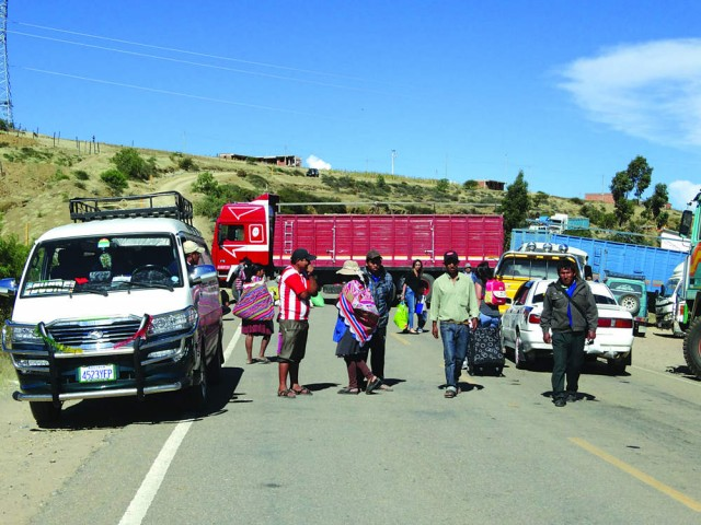 BLOQUEO. El transporte pesado de Chuquisaca radicalizará esta jornada el cierre de vías en la ciudad y las carreteras..