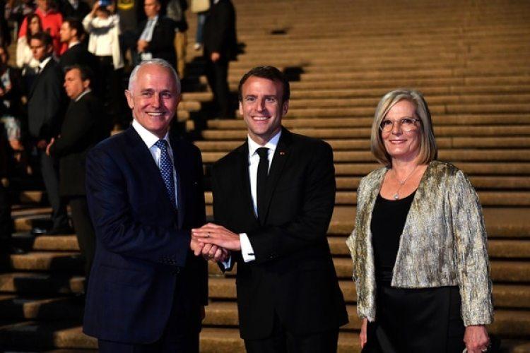 Los mandatarios se saludan y sonríen junto a Lucy Turnbull en Sidney (Reuters)