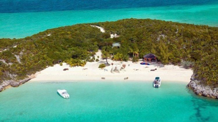 Además de distintas propiedades en Los Ángeles y Londres, Depp tiene una finca en Francia, y una isla en Bahamas.