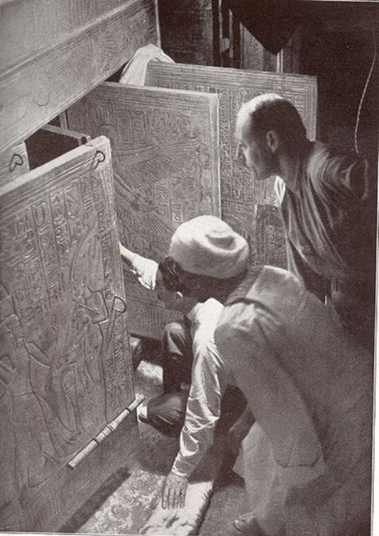 El momento en que abrieron la tumba de Tutankamon, en 1922