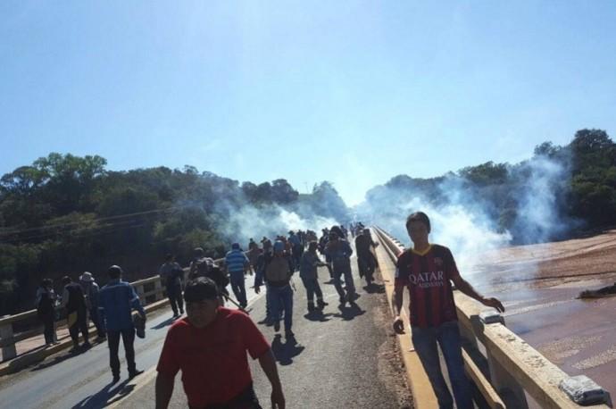 Tras la gasificación policial, podría producirse enfrentamientos. Foto: Gentileza