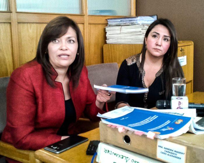 Sandra Madeni (derecha) denunció abusos por parte de la fiscal del caso, Susana Boyán.