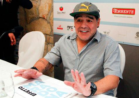 Diego Maradona durante un evento en Italia. Foto: Archivo AFP