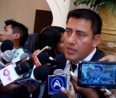 El ministro de Defensa, Javier Zavaleta, en la rueda de prensa de este miércoles.