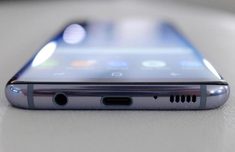 Conector mini jack en un Samsung Galaxy S9