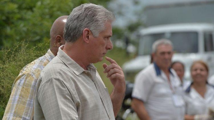 El presidente cubano Miguel Díaz-Canel se trasladó hasta la zona donde se estrelló el avión (AFP)