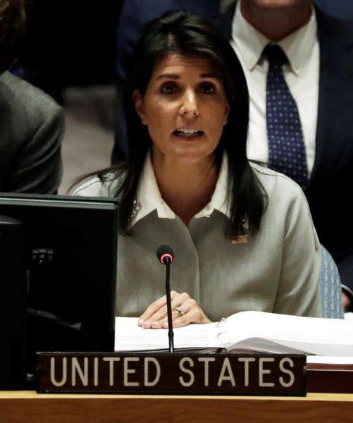 La embajadora de EE.UU. ante la ONU, Nikki Haley, interviene en la reunión del Consejo de la ONU en Nueva York (Estados Unidos) hoy, 8 de diciembre de 2017. El Consejo de Seguridad de la ONU se reúne hoy para analizar la decisión de Estados Unidos de reconocer a Jerusalén como capital de Israel, una medida que contraviene a los principios que defiende Naciones Unidas. EFE/ Jason Szenes
