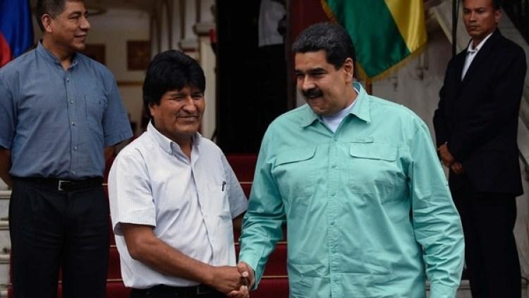 Evo Morales junto a Nicolás Maduro en el Palacio Miraflores (AFP)