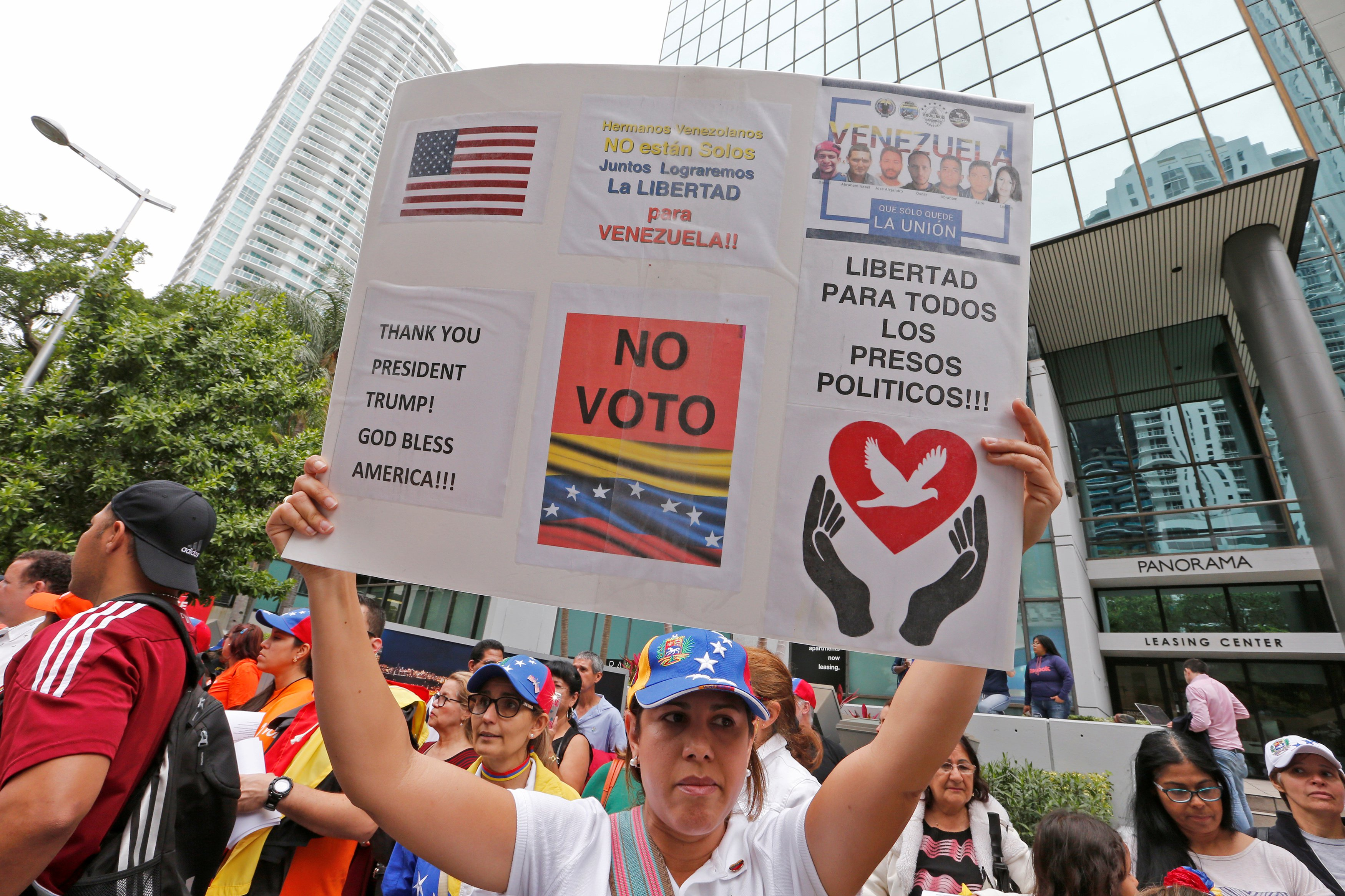 Venezuelans protest the presidential election in Venezuela outside the Venezuelan consulate where some Venezuelans cast their votes in the presidential election in Miami, Florida, U.S., May 20, 2018.  REUTERS/Joe Skipper