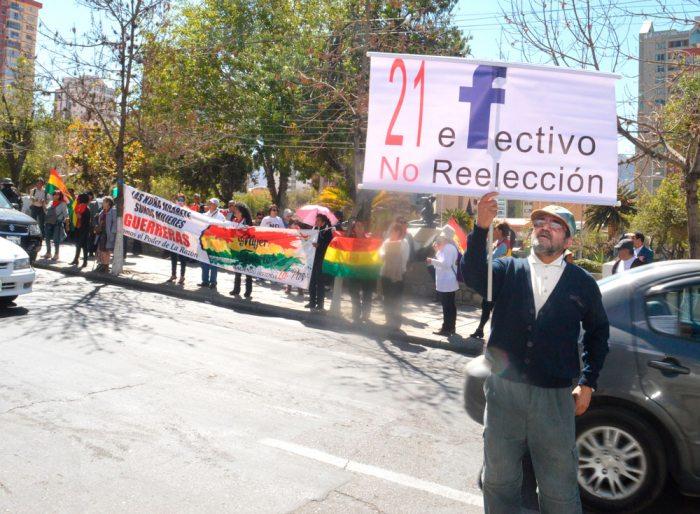 CIUDADANOS RECLAMAN FRENTE Al TRIBUNAL SUPREMO ELECTORAL. LA ACCIÓN SE REPETIRÁ CADA 21 DE MES.