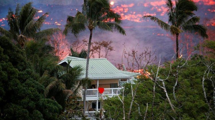 Hay regiones de la isla que quedaron aisladas por la lava (Reuters)