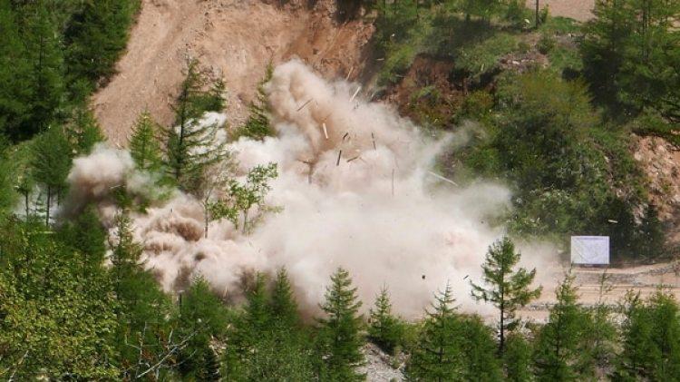 Observaron después, desde unos 500 metros, unas potentísimas explosiones (AP)