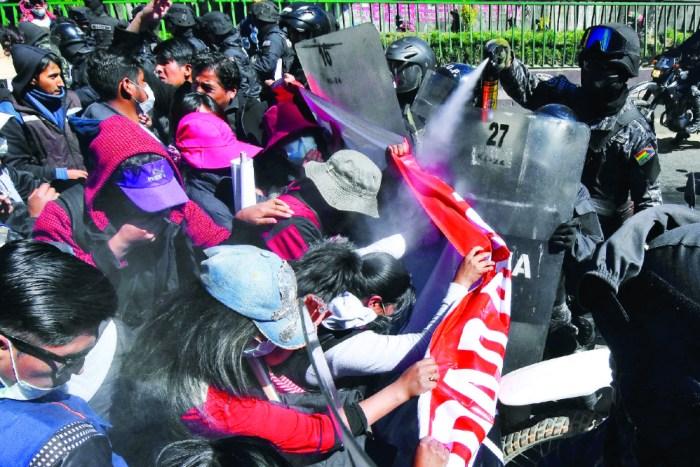 Gobierno culpa a manifestantes por la muerte del universitario