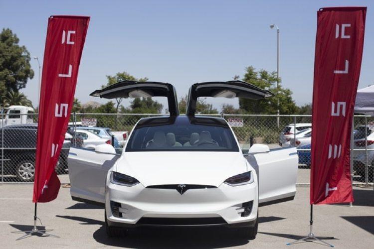 Tesla, la automotriz de Elon Musk, es pionera en el desarrollo de autos inteligentes, sin conductor (Bloomberg photo by Dania Maxwel)