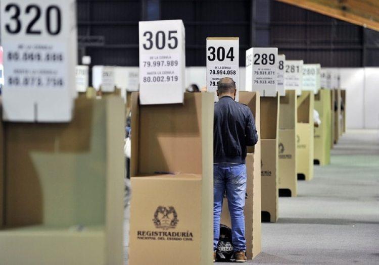 Denuncian red mafiosa en la Registraduría para amañar resultados electorales. REUTERS/Carlos Julio Martinez