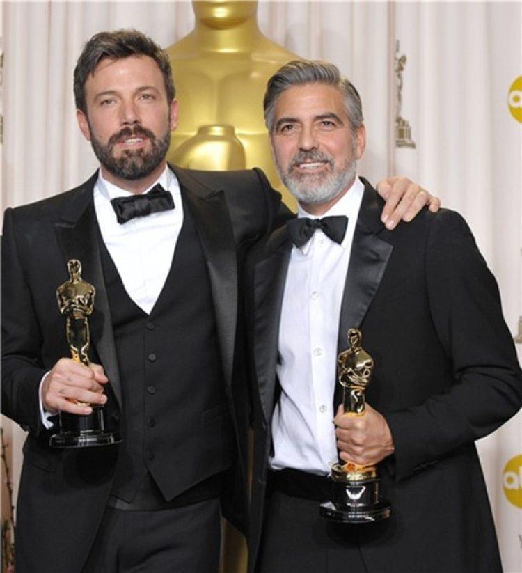 """Ben Affleck y Georgle Clooney se llevaron otro Oscar por la película """"Argo"""" en 2013"""