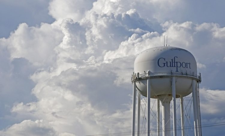 Nubes en Gulfport, Mississipi. Según los expertos, la tormenta causará severos problemas hidrológicos en toda la costa oriental del golfo. (AP/Rogelio V. Solis)