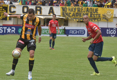 Incidencia de un cotejo anterior entre The Strongest y Wilstermann disputado en La Paz. Foto: Archivo