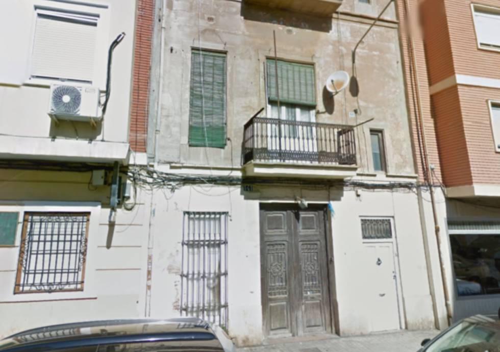 Vivienda de la calle Benlliure, en el barrio del Cabanyal de Valencia, donde se ha hallado el cadáver.