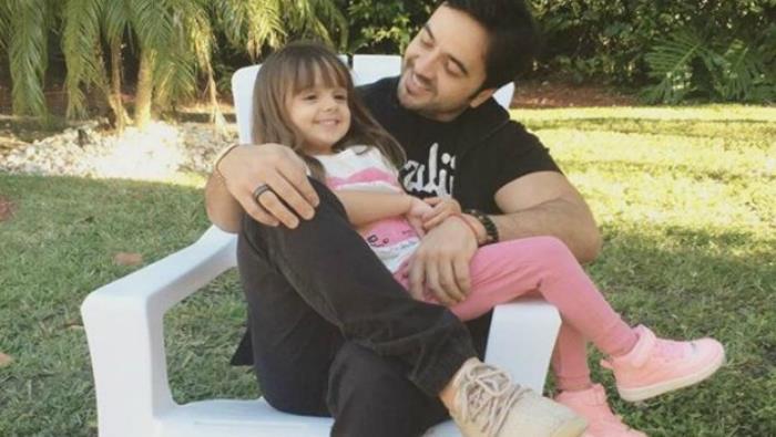 Luis Fonsi: su hija de 6 años decide cortarse el cabello para donarlo a los niños con cáncer. ¡Es una ternura!