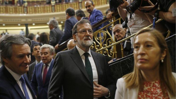 Rajoy se retira del Parlamento tras su derrota (AP)