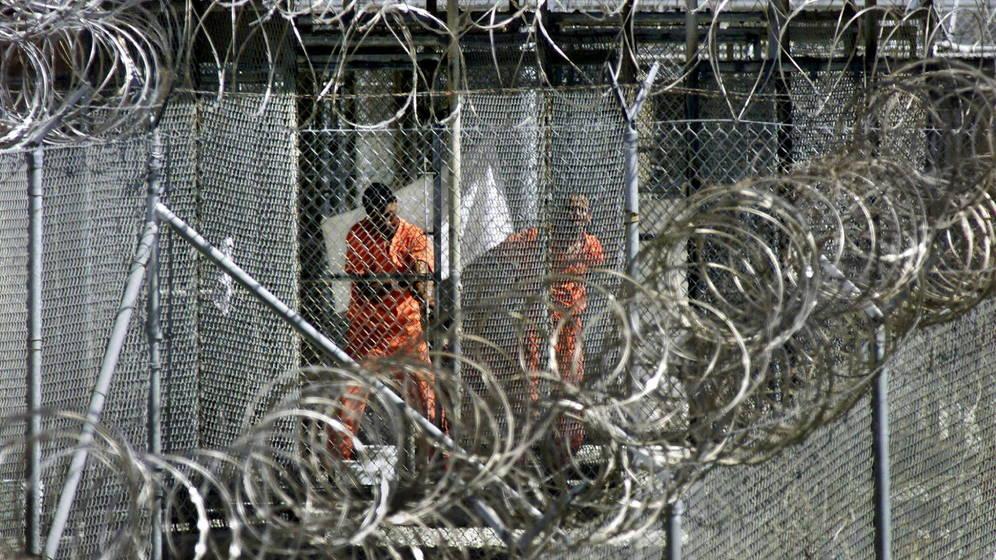 Foto: Presos supuestamente relacionados con Al Qaeda en Guantánamo
