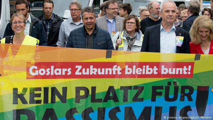 Demonstration gegen Naziaufmarsch in Goslar (picture-alliance/dpa/S. Pförtner)