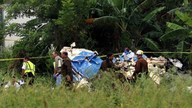 El vuelo DMJ-972, cubría la ruta nacional La Habana-Holguín, cuando la aeronave se precipitó sobre una zona de cultivos del municipio de Santiago de Las Vegas, a un kilómetro del aeropuerto José Martí de la capital cubana
