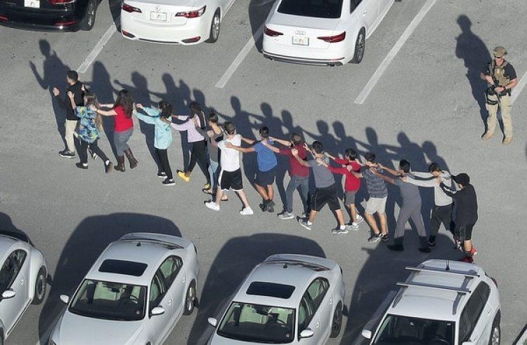 Tras la masacre en Parkland, Florida aprobó una serie de restricciones en relación al acceso de armas que incluye la creación de un programa para armar a algunos maestros y otro personal