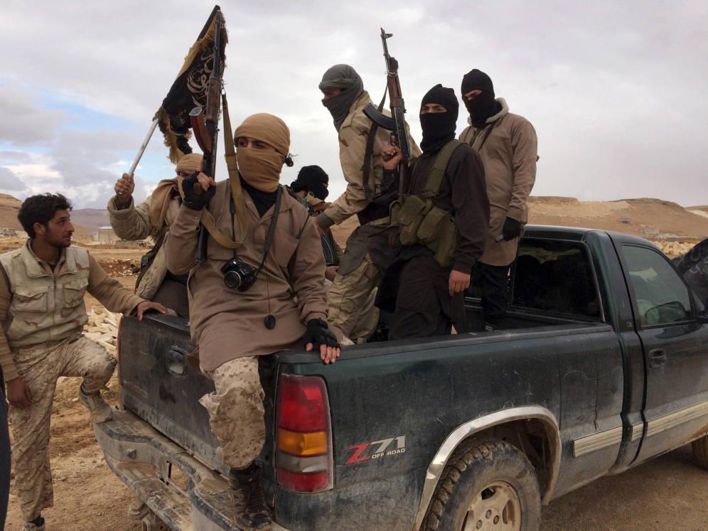 Foto: Combatientes del Frente al Nusra durante la liberación de soldados libaneses en Arsal, Líbano, en diciembre de 2015. (Reuters)