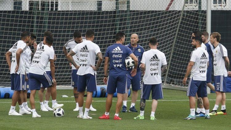 Los jugadores de la Selección / AFP PHOTO / PAU BARRENA