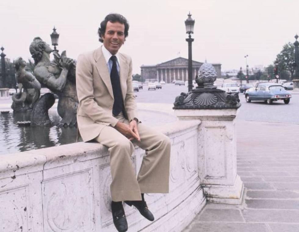 Julio Iglesias en París en 1976, el año que nació su supuesto hijo Javier Sánchez.