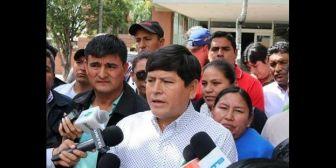 """¿Gobierno metido en protesta de alcaldes? Vallejos reconoce que habla """"permanentemente"""" con ministro Romero"""